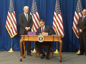 CO: Obama signs economic recovery bill in Denver Photo By aflcio2008