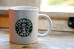 der Morgen beginnt mit Starbucks Coffee