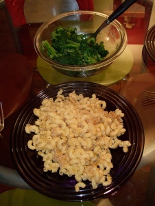 Vegan mac n cheese with broccoli Photo By wonderyort